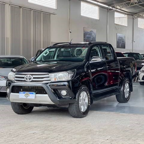 //www.autoline.com.br/carro/toyota/hilux-28-cs-chassi-16v-diesel-2p-4x4-turbo-manual/2018/fortaleza-ce/14058173
