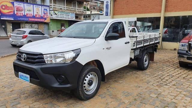 //www.autoline.com.br/carro/toyota/hilux-28-cs-chassi-16v-diesel-2p-4x4-turbo-manual/2017/colatina-es/14566588