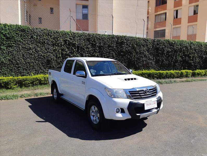 //www.autoline.com.br/carro/toyota/hilux-30-srv-cd-16v-diesel-4p-4x4-turbo-automatico/2015/campinas-sp/14583450