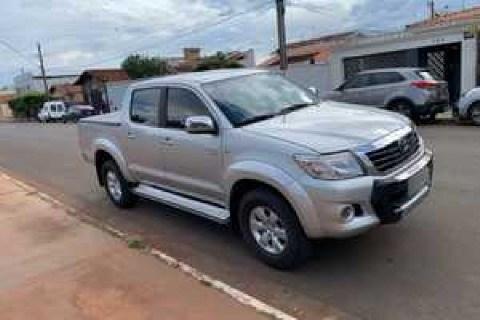 //www.autoline.com.br/carro/toyota/hilux-27-cd-sr-16v-flex-4p-automatico/2013/monte-carmelo-mg/14683193