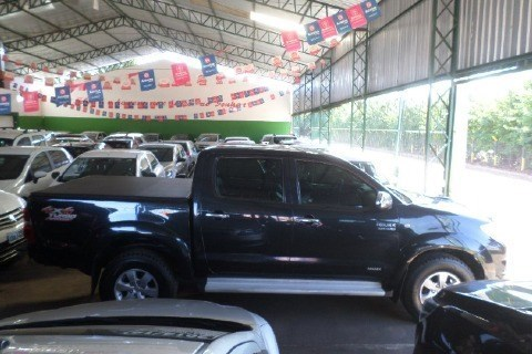 //www.autoline.com.br/carro/toyota/hilux-30-cd-srv-16v-diesel-4p-4x4-turbo-automatico/2010/caceres-mt/14794813