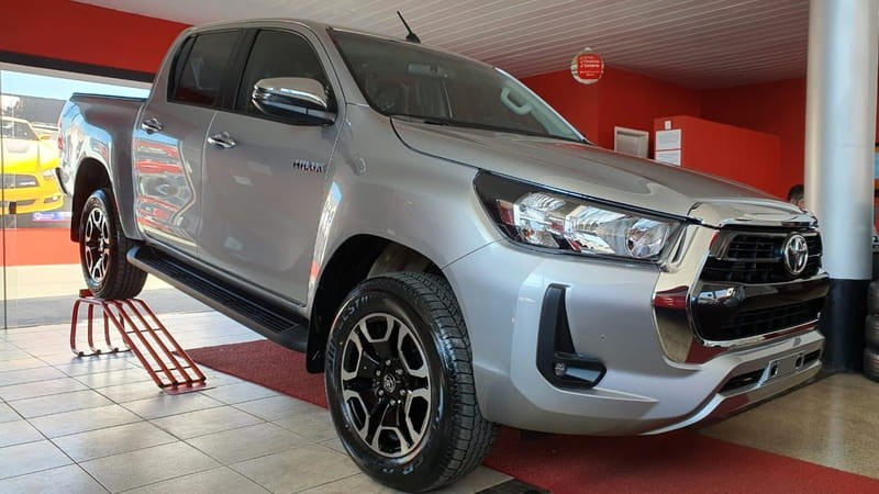 //www.autoline.com.br/carro/toyota/hilux-28-cd-srv-16v-diesel-4p-4x4-turbo-automatico/2021/brasilia-df/14858843