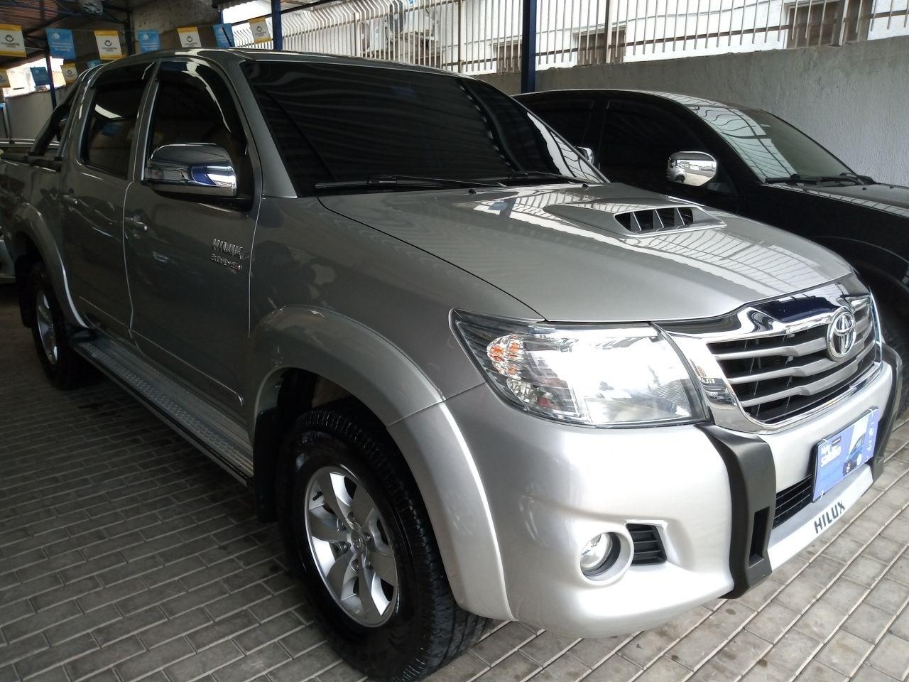 //www.autoline.com.br/carro/toyota/hilux-30-cd-srv-16v-diesel-4p-4x4-turbo-automatico/2014/salto-sp/14896349
