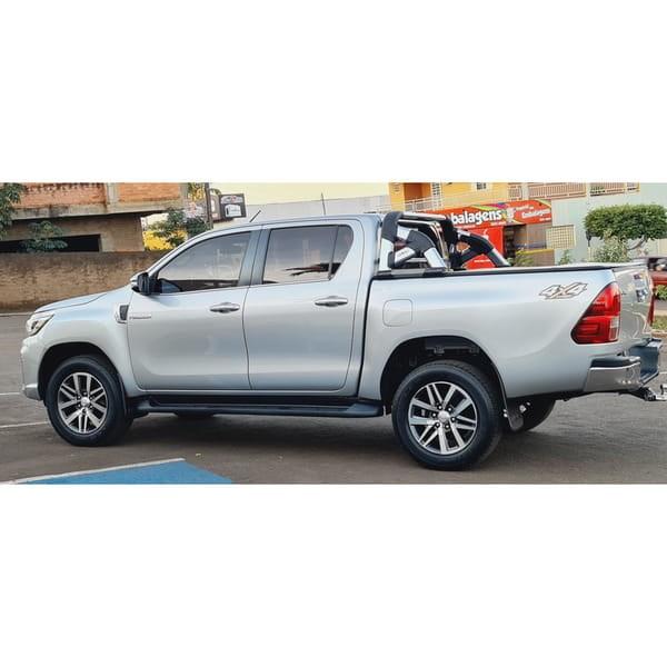 //www.autoline.com.br/carro/toyota/hilux-28-cd-srx-16v-diesel-4p-4x4-turbo-automatico/2017/jatai-go/14955982