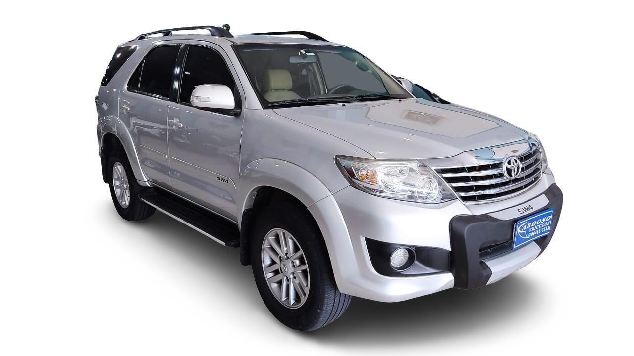 //www.autoline.com.br/carro/toyota/hilux-27-cd-sr-16v-flex-4p-automatico/2013/carapicuiba-sp/14964148