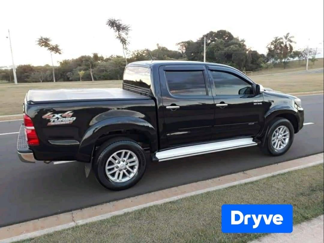 //www.autoline.com.br/carro/toyota/hilux-30-cd-srv-16v-diesel-4p-4x4-turbo-automatico/2012/ribeirao-preto-sp/15206182