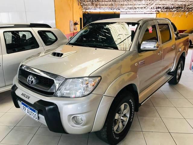 //www.autoline.com.br/carro/toyota/hilux-30-cd-srv-16v-diesel-4p-4x4-turbo-automatico/2009/suzano-sp/15296433