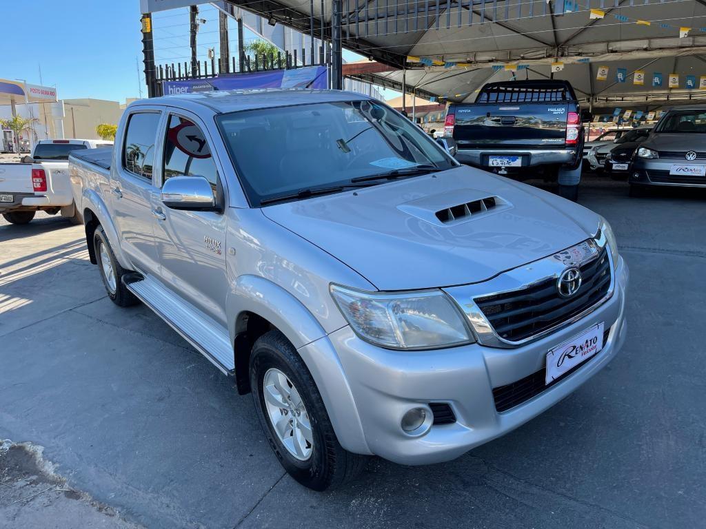 //www.autoline.com.br/carro/toyota/hilux-30-cd-srv-top-16v-diesel-4p-4x4-turbo-automat/2012/gurupi-to/15297011