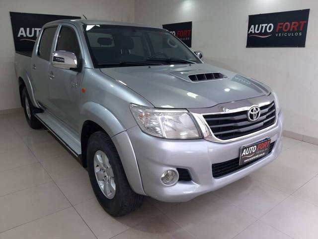 //www.autoline.com.br/carro/toyota/hilux-30-sr-cd-16v-diesel-4p-4x4-turbo-manual/2015/brasilia-df/15472159