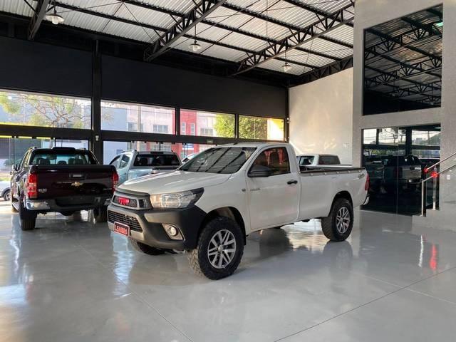 //www.autoline.com.br/carro/toyota/hilux-28-cs-chassi-16v-diesel-2p-4x4-turbo-manual/2017/dourados-ms/15560458