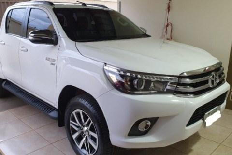 //www.autoline.com.br/carro/toyota/hilux-27-cd-srv-16v-flex-4p-4x4-automatico/2018/brasilia-df/15765301