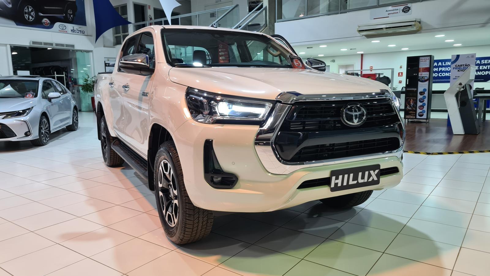//www.autoline.com.br/carro/toyota/hilux-28-cd-srx-16v-diesel-4p-4x4-turbo-automatico/2021/brasilia-df/15782338