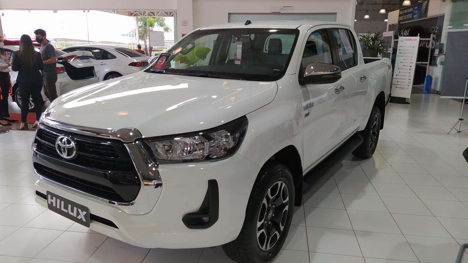 //www.autoline.com.br/carro/toyota/hilux-28-cd-srv-16v-diesel-4p-4x4-turbo-automatico/2021/brasilia-df/15782388