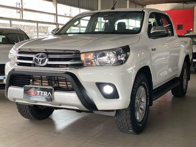 //www.autoline.com.br/carro/toyota/hilux-28-cd-srv-16v-diesel-4p-4x4-turbo-automatico/2018/uberlandia-mg/15814243