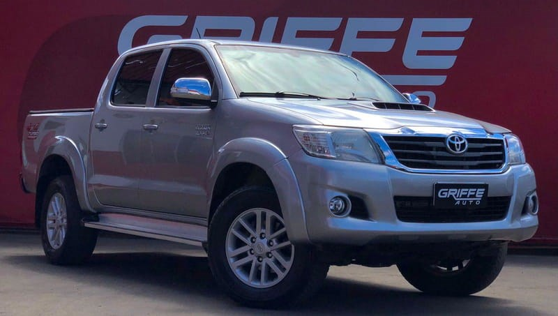 //www.autoline.com.br/carro/toyota/hilux-30-srv-cd-16v-diesel-4p-4x4-turbo-automatico/2015/curitiba-pr/15826899