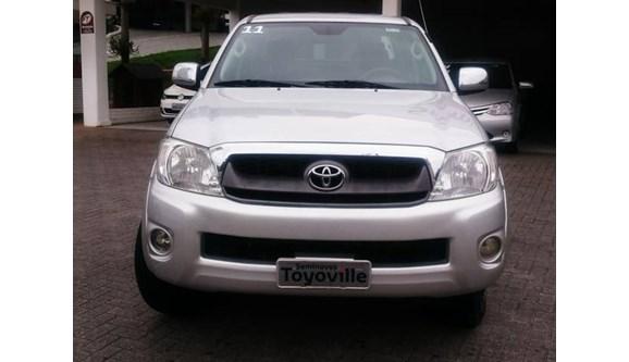 //www.autoline.com.br/carro/toyota/hilux-25-standard-16v-picape-diesel-2p-manual-4x4-t/2011/joinville-sc/6904311