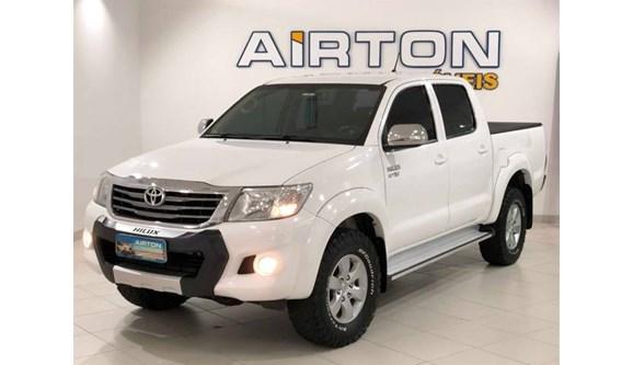 //www.autoline.com.br/carro/toyota/hilux-27-srv-4x4-at-16v-158cv-4p-flex-automatico/2014/indaial-sc/7278532