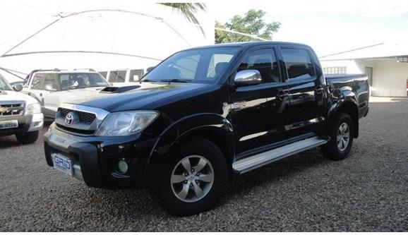 //www.autoline.com.br/carro/toyota/hilux-30-srv-4x4-at-turbo-ic-16v-163cv-4p-diesel-au/2009/rondonopolis-mt/7388747