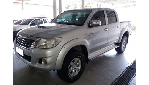 //www.autoline.com.br/carro/toyota/hilux-30-sr-16v-picape-diesel-4p-manual-4x4-turbo-i/2012/jaguariuna-sp/7640729