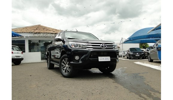 //www.autoline.com.br/carro/toyota/hilux-28-srx-16v-picape-diesel-4p-automatico-4x4-tu/2017/marilia-sp/7876356
