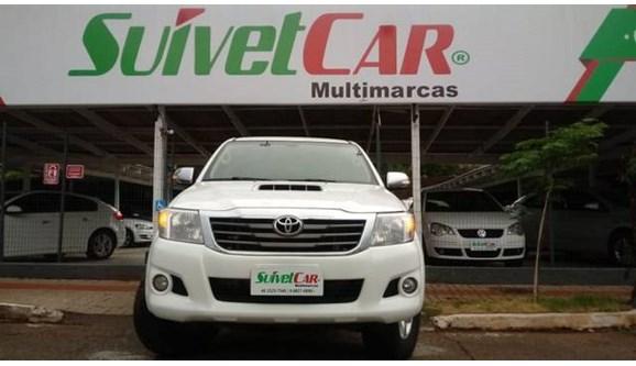 //www.autoline.com.br/carro/toyota/hilux-30-srv-16v-picape-diesel-4p-automatico-4x4-tu/2014/chapeco-sc/8008917
