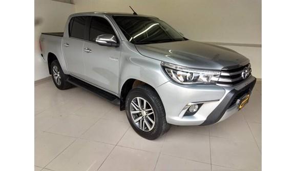 //www.autoline.com.br/carro/toyota/hilux-28-srx-16v-picape-diesel-4p-automatico-4x4-tu/2017/aracoiaba-da-serra-sp/8052917