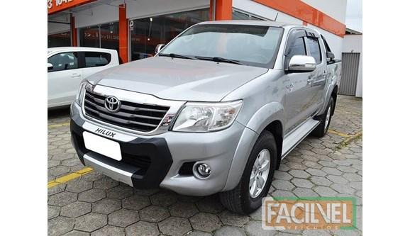 //www.autoline.com.br/carro/toyota/hilux-27-srv-4x4-at-16v-158cv-4p-flex-automatico/2015/sao-joao-batista-sc/8305253