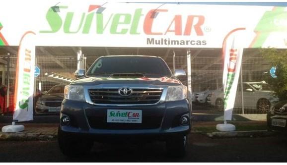 //www.autoline.com.br/carro/toyota/hilux-30-srv-4x4-at-turbo-ic-16v-163cv-4p-diesel-au/2014/chapeco-sc/8357587