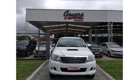 //www.autoline.com.br/carro/toyota/hilux-30-srv-4x4-at-turbo-ic-16v-163cv-4p-diesel-au/2014/curitiba-pr/8366129