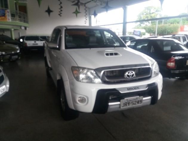 //www.autoline.com.br/carro/toyota/hilux-30-srv-16v-picape-diesel-4p-automatico-4x4-tu/2009/monte-carmelo-mg/8373767