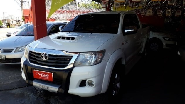 //www.autoline.com.br/carro/toyota/hilux-27-srv-16v-picape-flex-4p-automatico-4x4/2013/belem-pa/9003614