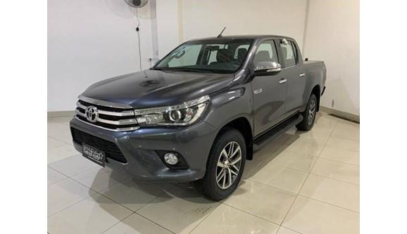 //www.autoline.com.br/carro/toyota/hilux-28-srx-16v-picape-diesel-4p-automatico-4x4-tu/2017/sao-paulo-sp/9261178