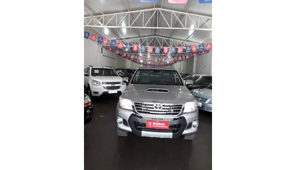 //www.autoline.com.br/carro/toyota/hilux-30-srv-16v-picape-diesel-4p-automatico-4x4-tu/2015/quirinopolis-go/9672903