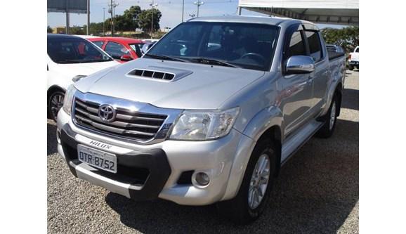//www.autoline.com.br/carro/toyota/hilux-30-srv-top-4x4-at-turbo-ic-16v-163cv-4p-diese/2013/brasilia-df/9903011