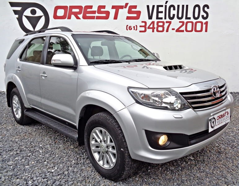 //www.autoline.com.br/carro/toyota/hilux-sw4-30-srv-4x4-at-turbo-ic-16v-163cv-4p-diesel-au/2015/brasilia-df/10122750