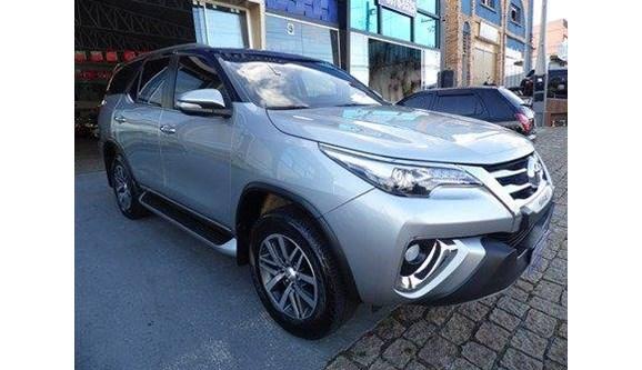 //www.autoline.com.br/carro/toyota/hilux-sw4-28-srx-16v-diesel-4p-automatico-4x4-turbo-int/2016/vinhedo-sp/10559892