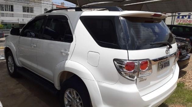 //www.autoline.com.br/carro/toyota/hilux-sw4-30-srv-7l-16v-diesel-4p-4x4-turbo-automatico/2015/avare-sp/11026082
