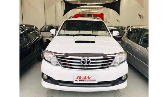 //www.autoline.com.br/carro/toyota/hilux-sw4-30-srv-16v-diesel-4p-automatico-4x4-turbo-int/2014/sao-paulo-sp/11031163