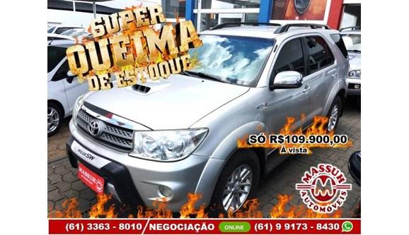 //www.autoline.com.br/carro/toyota/hilux-sw4-30-srv-16v-diesel-4p-automatico-4x4-turbo-int/2011/brasilia-df/11197677