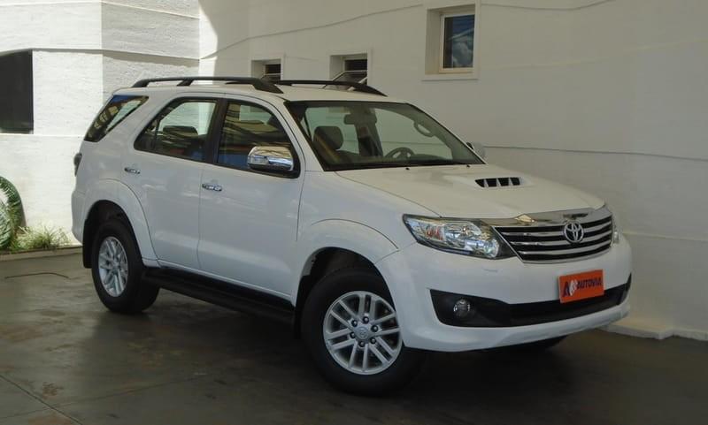 //www.autoline.com.br/carro/toyota/hilux-sw4-30-srv-16v-diesel-4p-automatico-4x4-turbo-int/2013/brasilia-df/11417158
