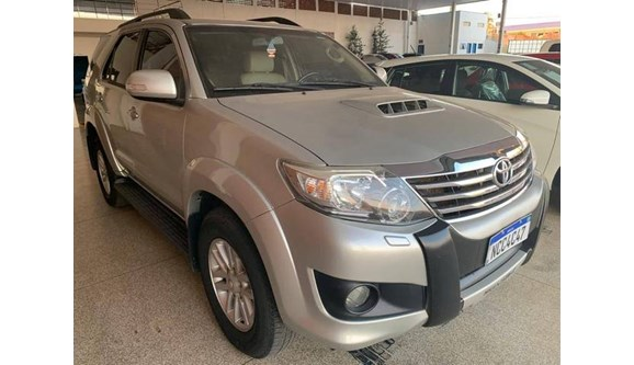//www.autoline.com.br/carro/toyota/hilux-sw4-30-srv-16v-diesel-4p-automatico-4x4-turbo-int/2013/ji-parana-ro/11935276