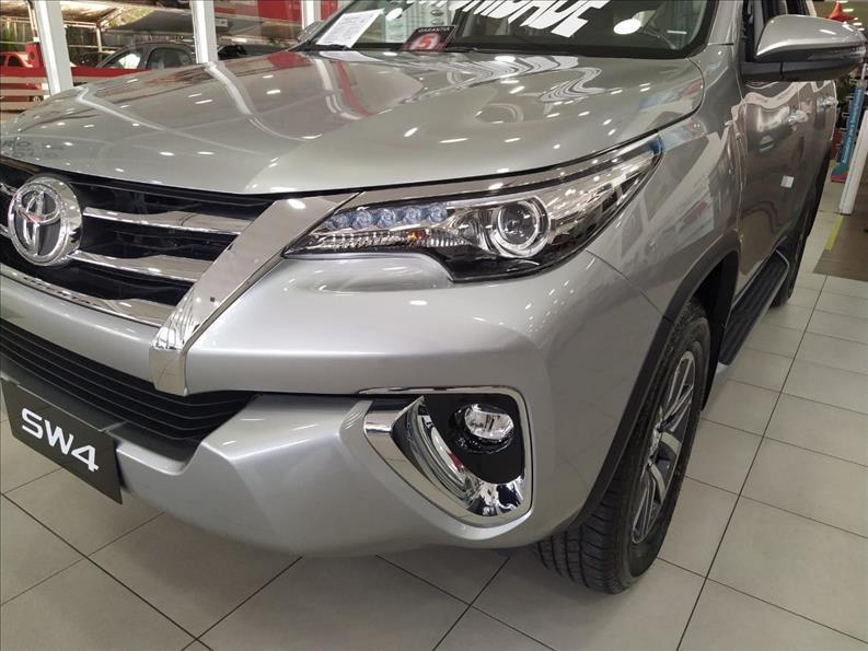 //www.autoline.com.br/carro/toyota/hilux-sw4-27-srv-16v-flex-4p-automatico/2020/sao-paulo-sp/12014679