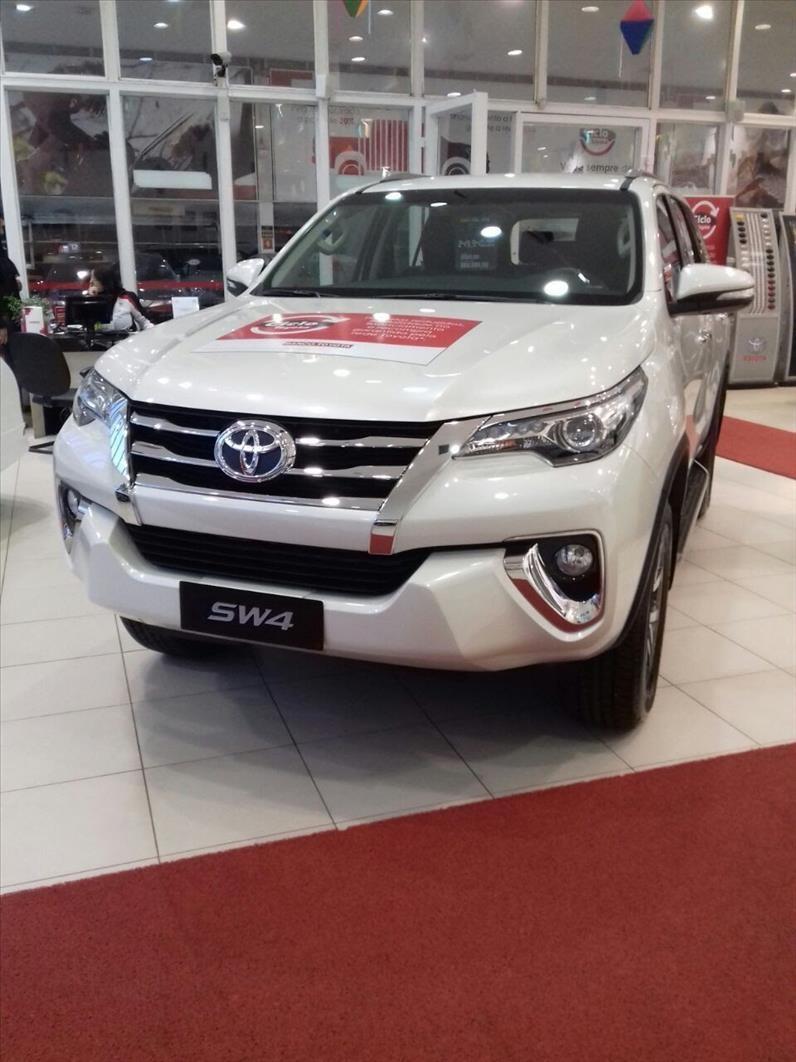 //www.autoline.com.br/carro/toyota/hilux-sw4-28-srx-16v-diesel-4p-automatico-4x4-turbo-int/2020/sao-paulo-sp/12015429