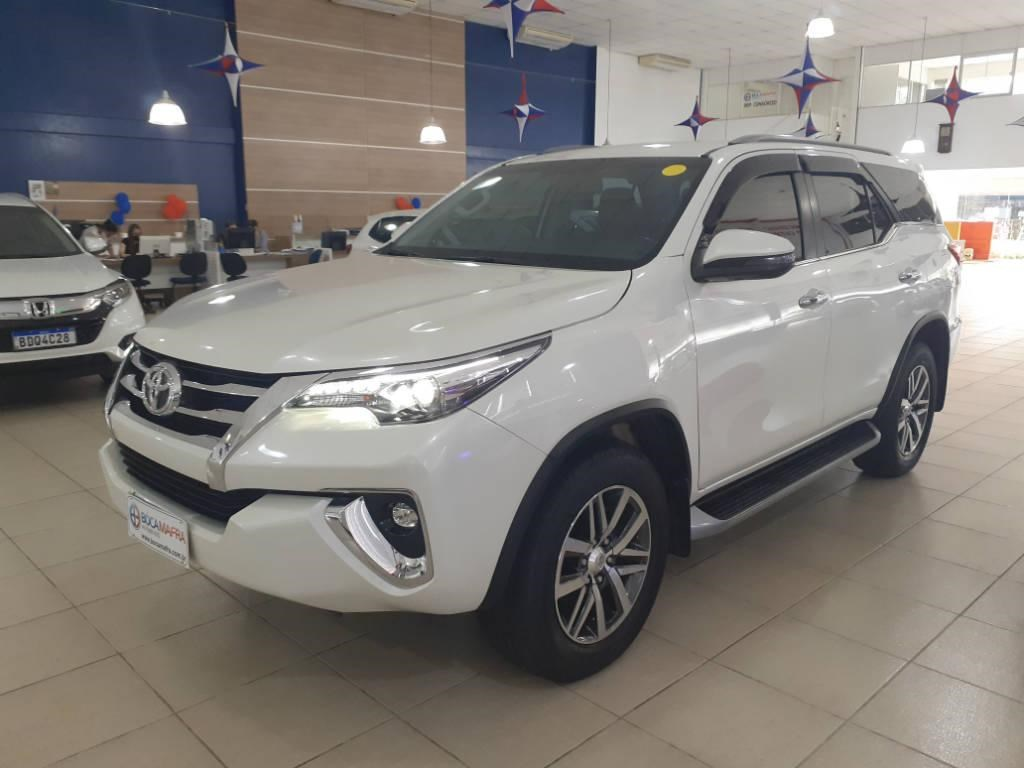 //www.autoline.com.br/carro/toyota/hilux-sw4-28-sr-16v-diesel-4p-automatico-4x4-turbo-inte/2019/brusque-sc/12581953