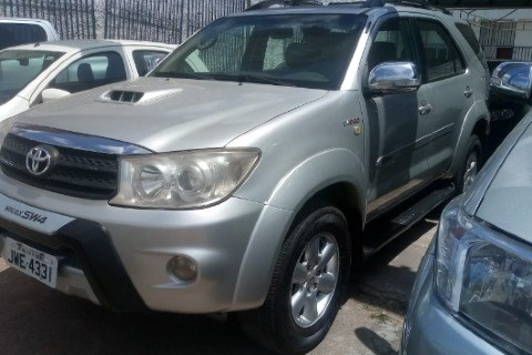 //www.autoline.com.br/carro/toyota/hilux-sw4-30-srv-16v-diesel-4p-automatico-4x4-turbo/2009/sao-luis-ma/12611623