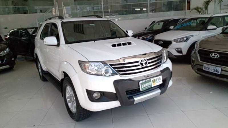 //www.autoline.com.br/carro/toyota/hilux-sw4-30-srv-4x4-at-turbo-ic-16v-163cv-4p-diesel-au/2014/sao-paulo-sp/12652184