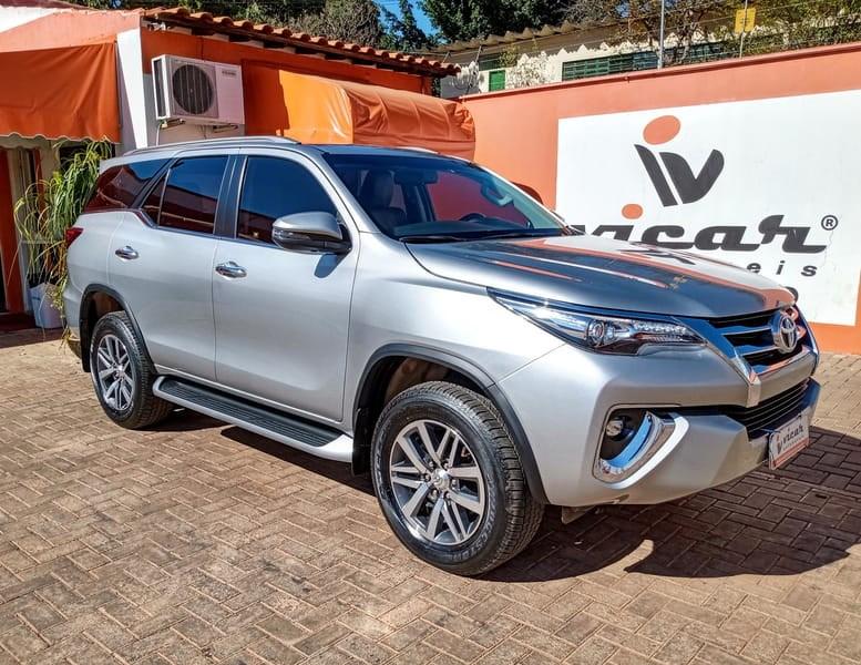 //www.autoline.com.br/carro/toyota/hilux-sw4-28-srx-16v-diesel-4p-automatico-4x4-turbo-int/2018/brasilia-df/12662292