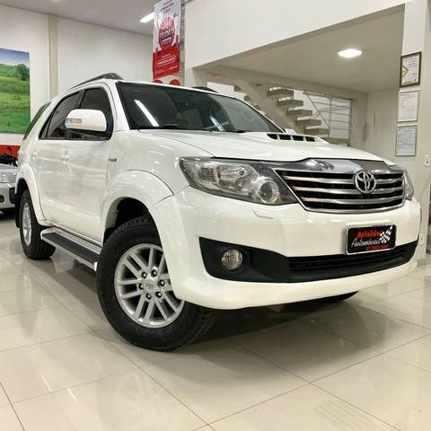 //www.autoline.com.br/carro/toyota/hilux-sw4-30-srv-16v-diesel-4p-automatico-4x4-turbo-int/2012/ituporanga-sc/12831709