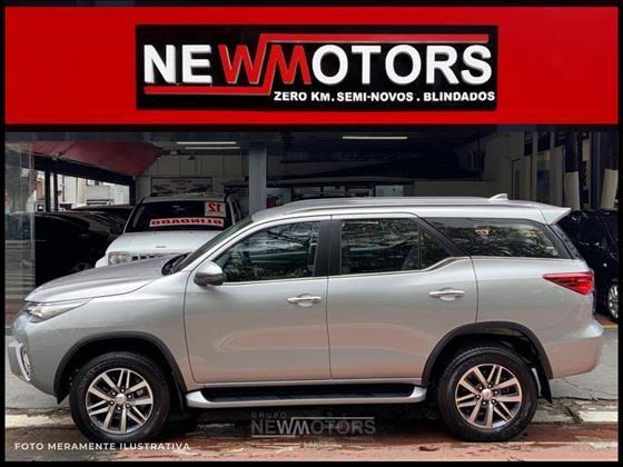 //www.autoline.com.br/carro/toyota/hilux-sw4-28-srx-16v-diesel-4p-automatico-4x4-turbo-int/2020/sao-paulo-sp/12875666