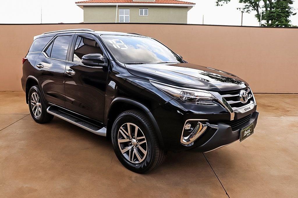 //www.autoline.com.br/carro/toyota/hilux-sw4-28-sr-16v-diesel-4p-automatico-4x4-turbo-inte/2018/ribeirao-preto-sp/13149222
